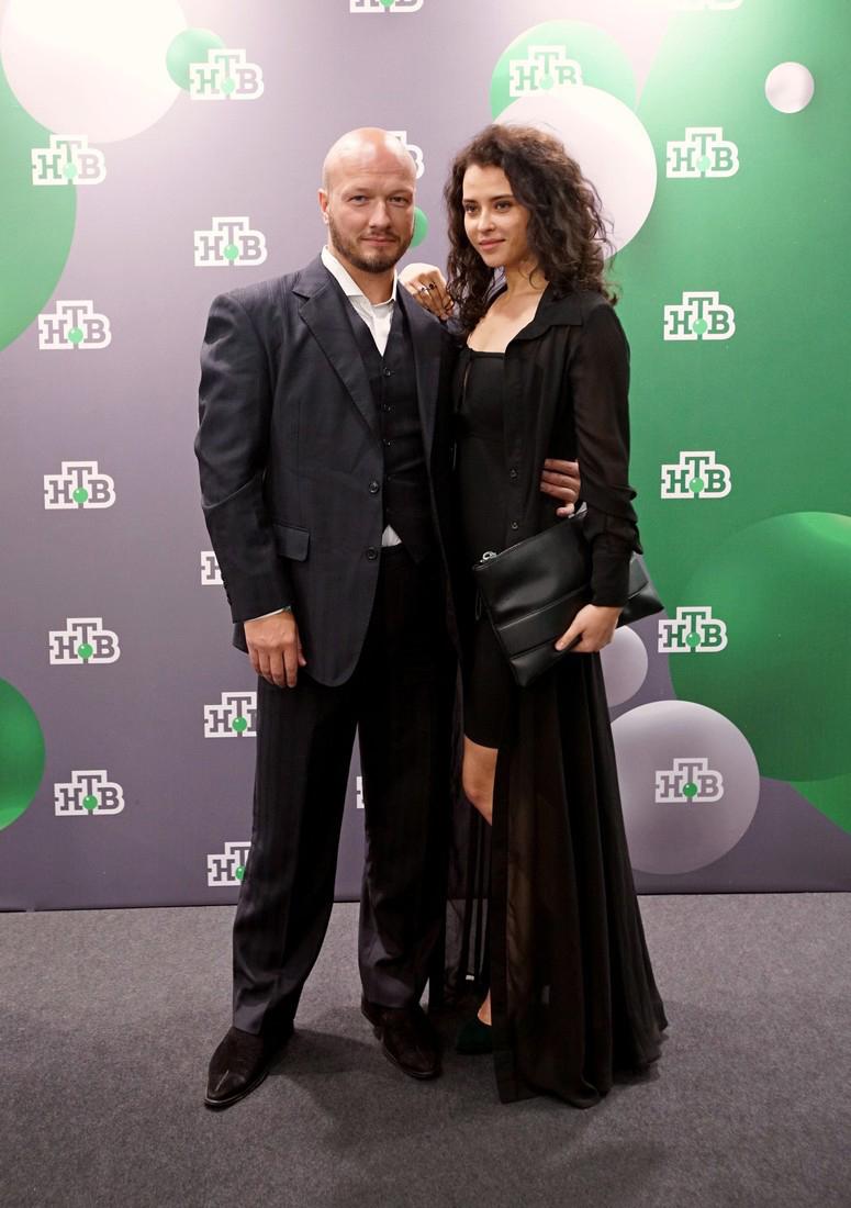 добавила актер никита панфилов с женой фото явная сеточка ушла