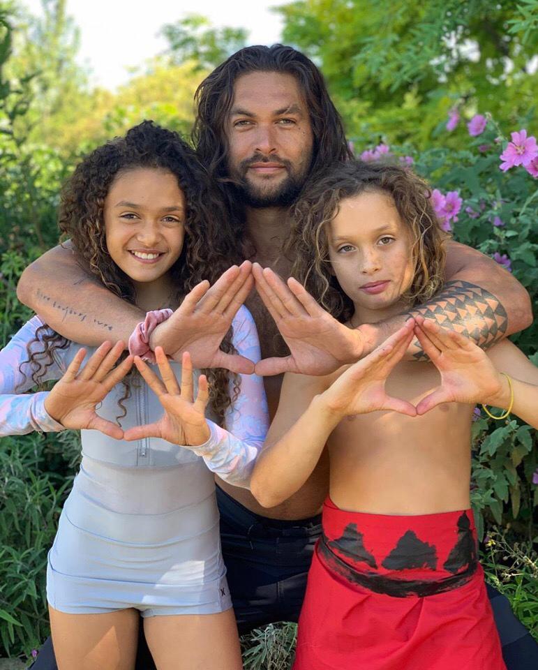 Джейсон момоа фото с женой и детьми