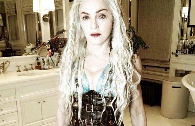 Мадонна в одежде кхалиси