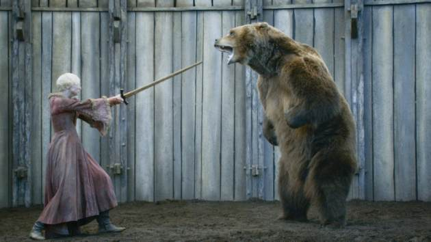 Гвендолин Кристи и медведь Барт