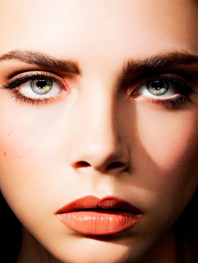 Кара Делевинь портрет из фотосессий цвет глаз, губы