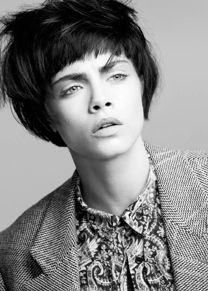 Кара Делевинь портрет из фотосессий черные волосы