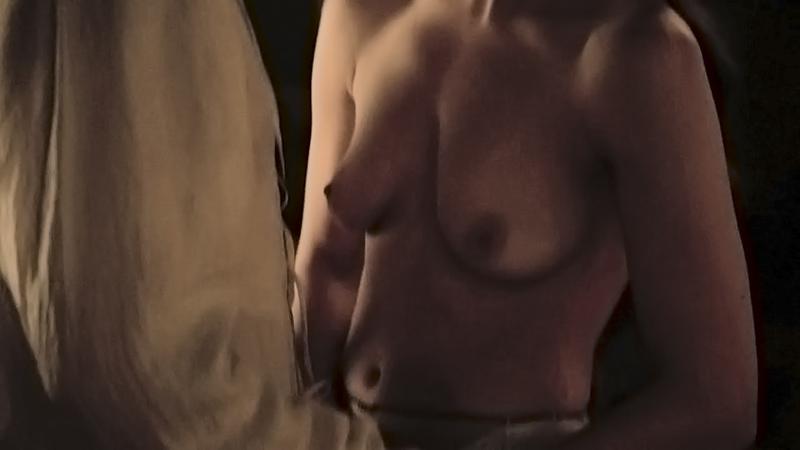 Натали Дормер грудь