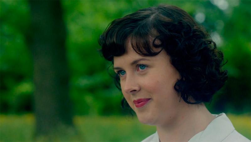 Эстер Барроу (Александра Роуч) – гувернантка близнецов «Тринадцатая сказка».