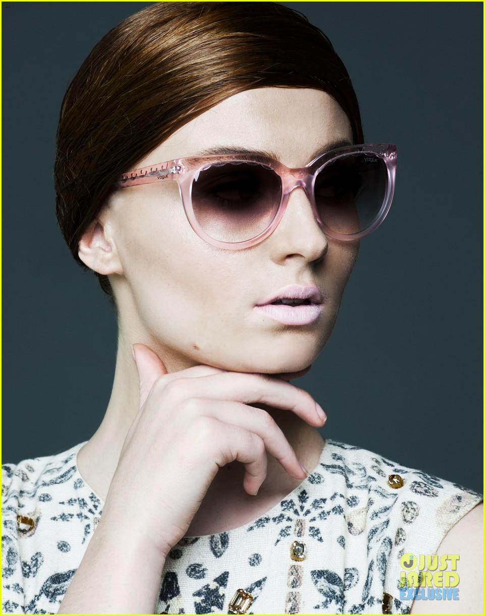 Софи Тернер для Just Jared в очках