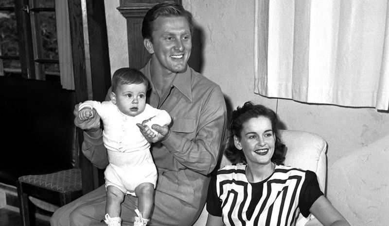 70 фото Кирка Дугласа в молодости, сейчас, фото его жен, детей, внуков