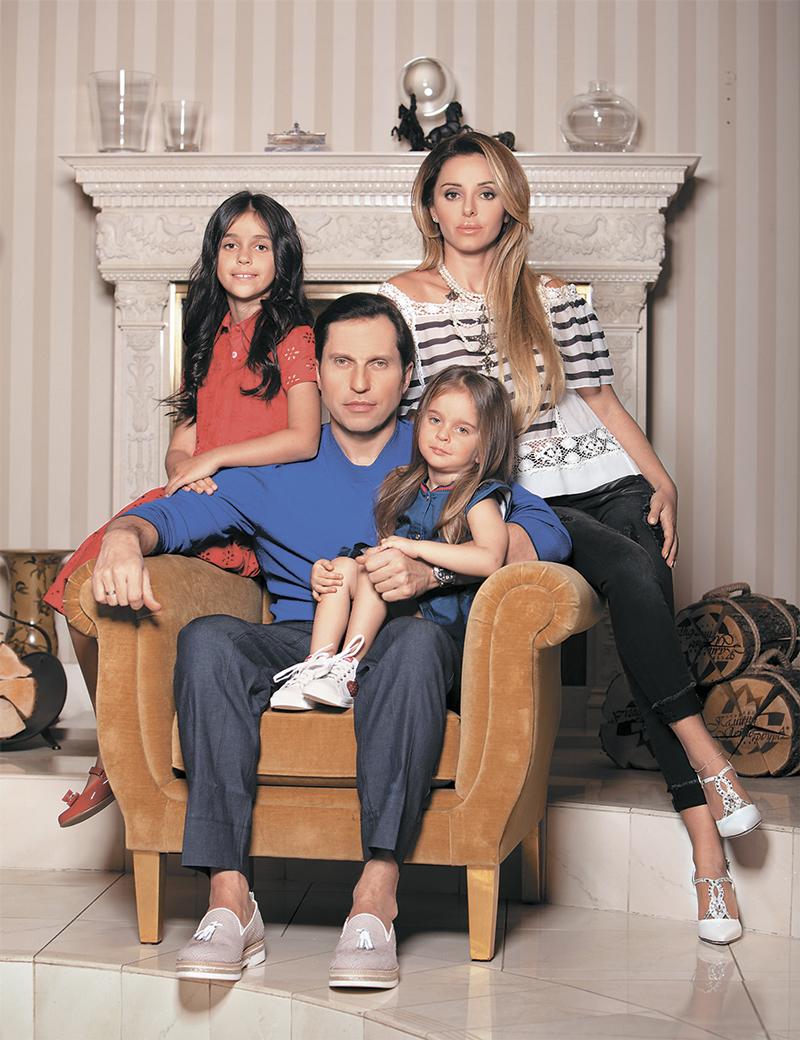 70 лучших фото Александра Реввы, его жены Анжелики, их детей