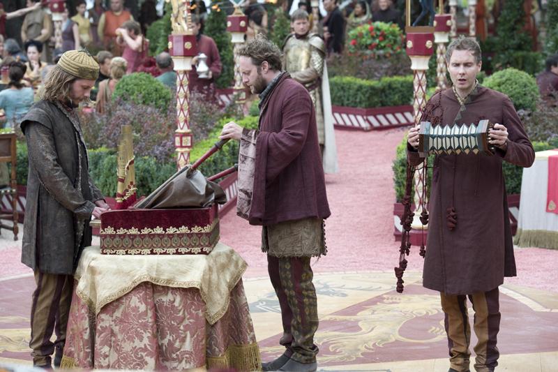 сир Донтос на пурпурной свадьбе короля Доффри Маргери Тирелл
