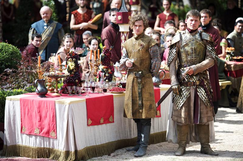 Джейме и Лорас на пурпурной свадьбе стол с угощениями явства Игры Престолов