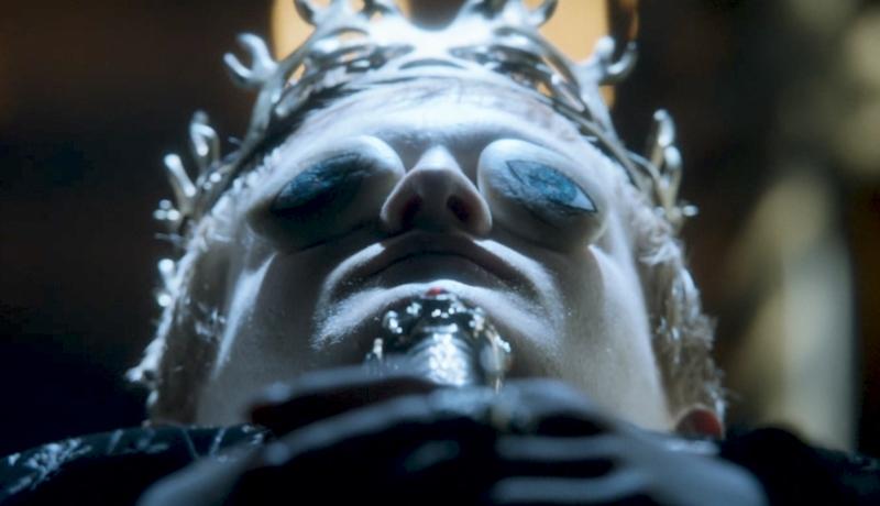 Мертвый король Джоффри в гробу