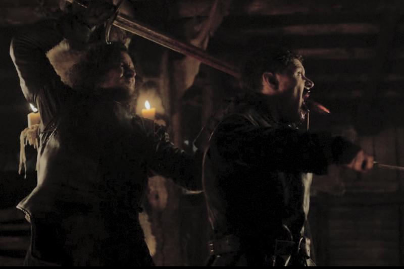 Джон Сноу убивает Колченогого Карла 4 сезон сериала Игра престолов