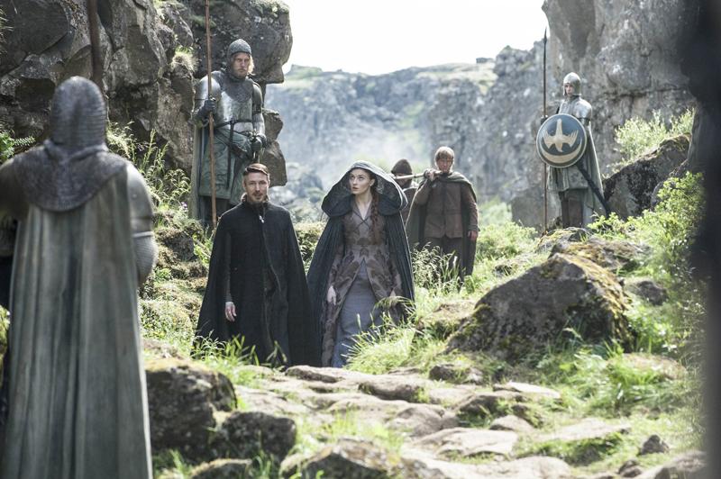 Санса Старк и Петир Бейлиш прибывают в Орлиное гнездо
