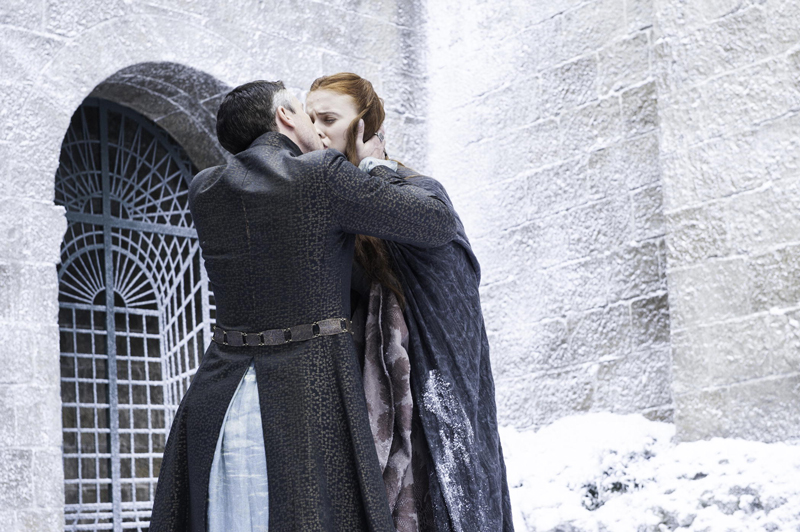 Петир Бейлиш Мизинец целует Сансу Старк