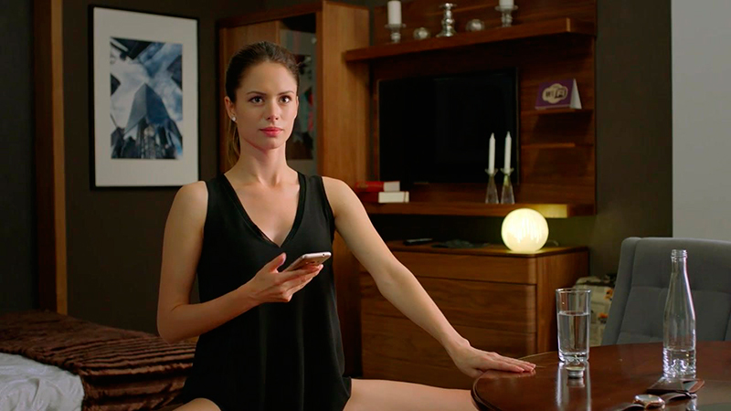 Фото голых героев сериала отель элеон
