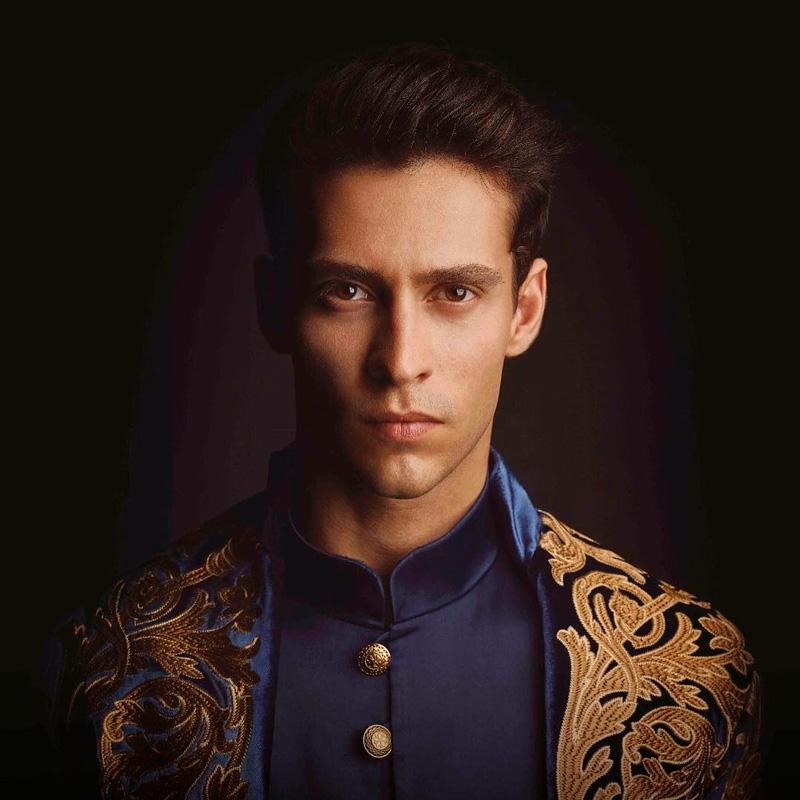 Экин Коч - 26 лучших фото турецкого актера