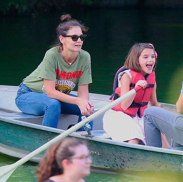Сури Круз - 21 фото дочки Тома Круза за 2016 год