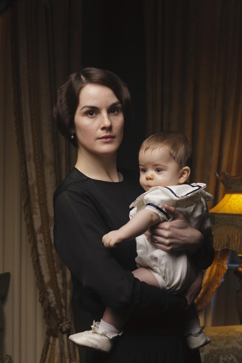 Мэри с ребенком Аббатство Даунтон