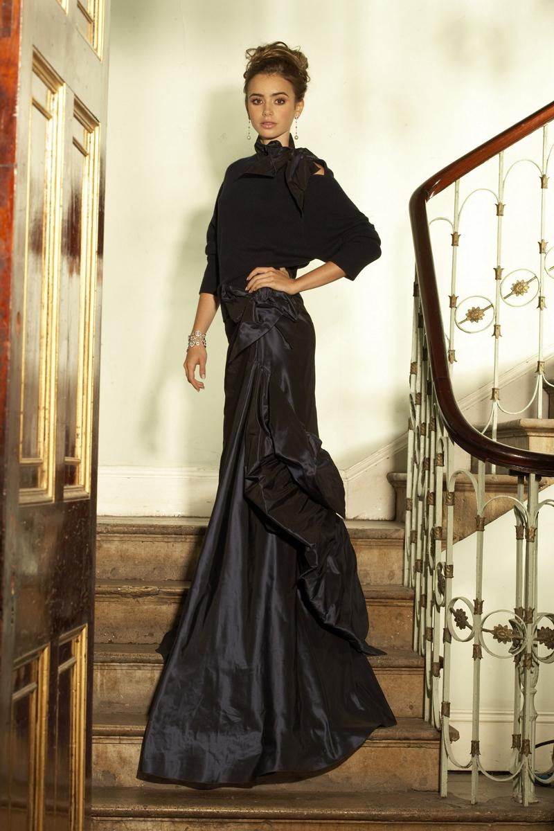 Лили Коллинз фото в черное длинном вечернем платье