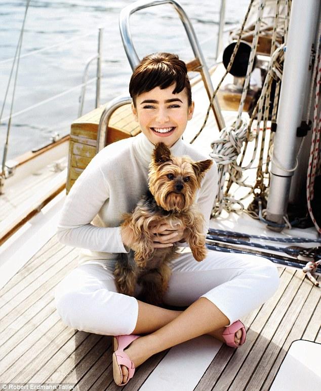 Лили Коллинз фото похожая на Одри Хепберн с собакой