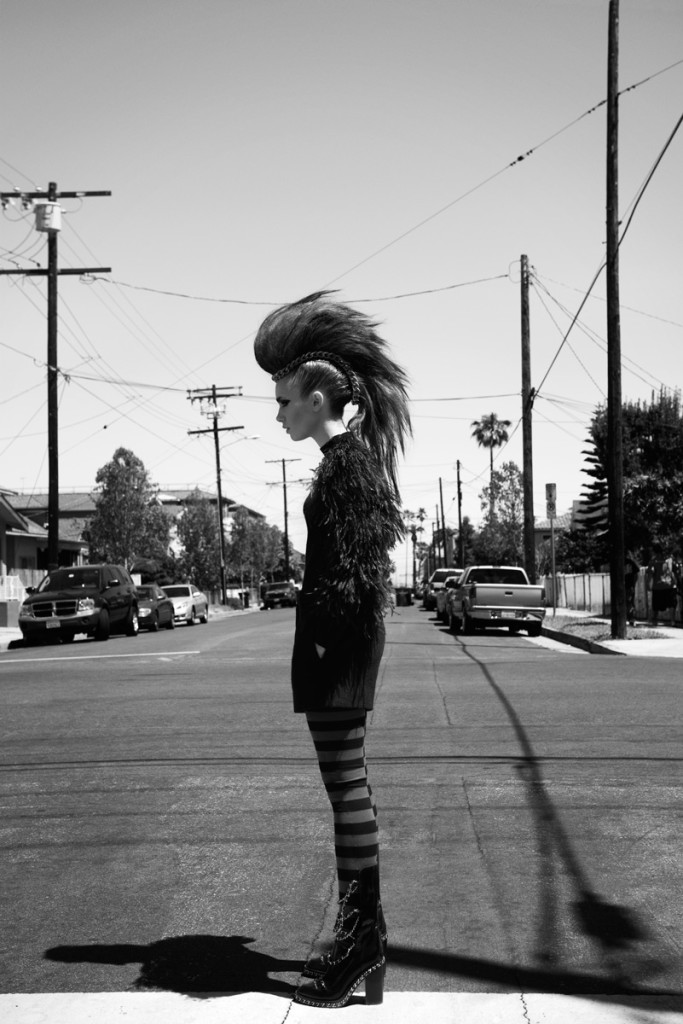 Лили Коллинз фото с иракезом