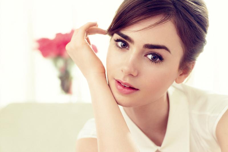 Лили Коллинз портрет фото большие глаза и брови у актрисы