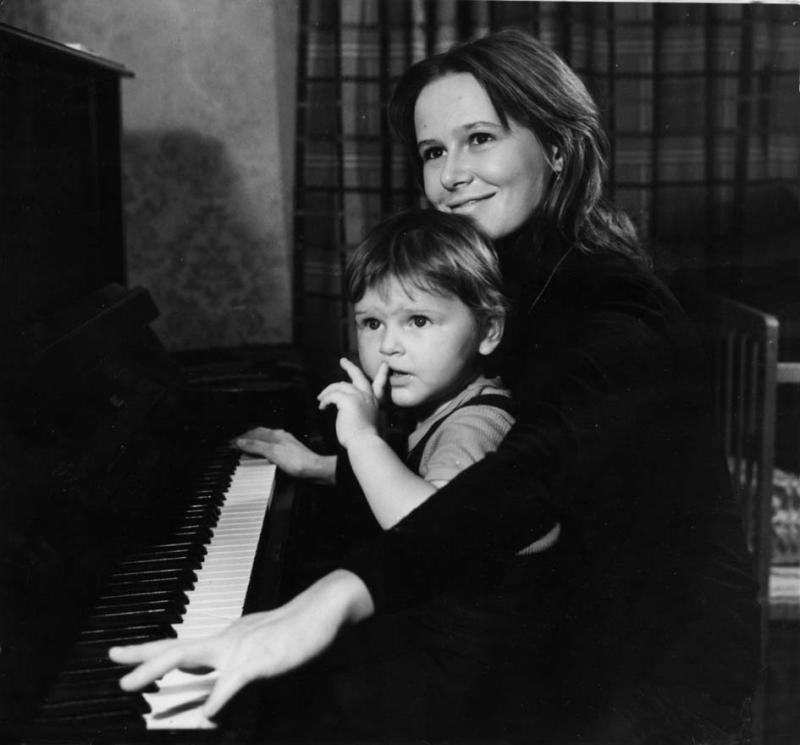 47 лучших фото Евгении Симоновой и дочек Зои Кайдановской, Марии Эшпай