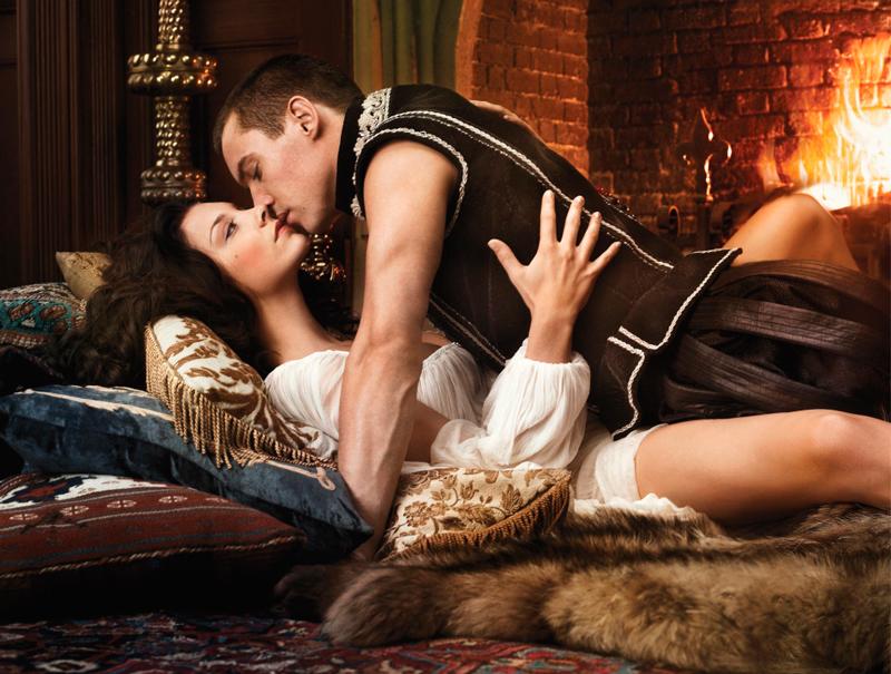 Джонатан Риз Майерс в роли Генриха 8 Тюдора и Натали Дормер в роли Анны Болейн в сериале Тюдоры фото