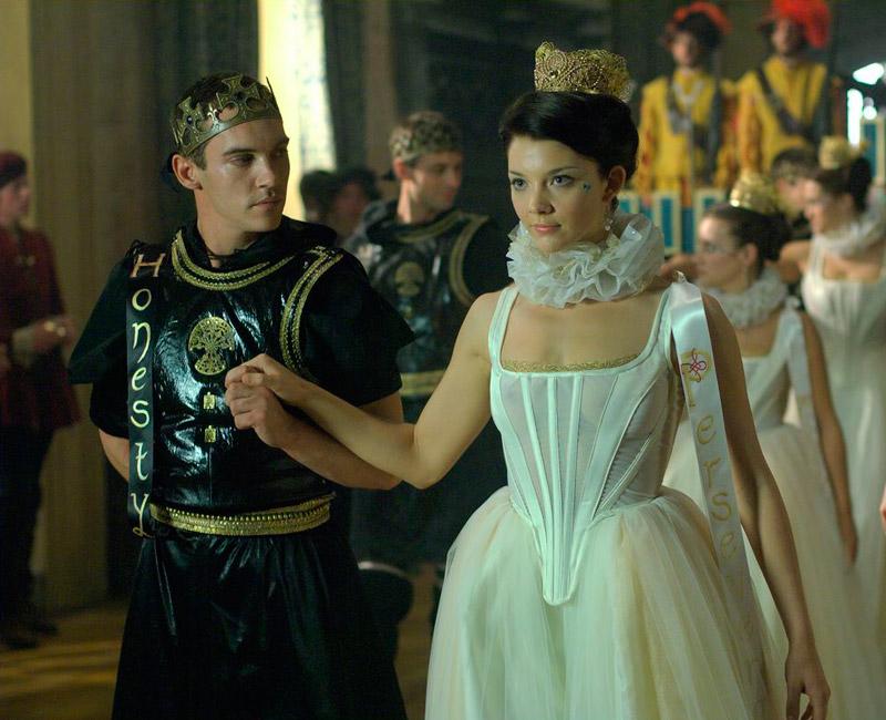 Тюдоры Натали Дормер в роли Анны Болейн и Джонатон Рис-Майерc в роли короля Генриха VIII