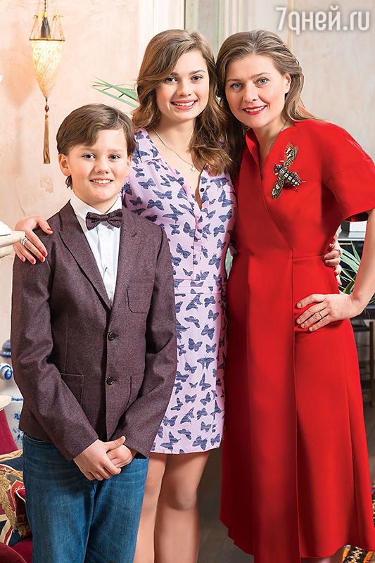мария голубкина фото с детьми