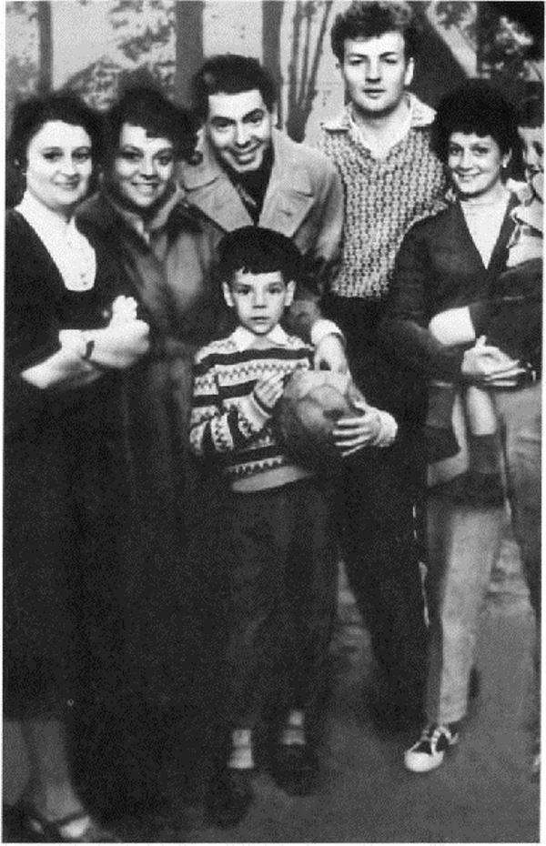 70 фото Михаила Державина, его жен: Роксаны Бабаян, Екатерины Райкиной, Нины Буденой, дочери, внуков