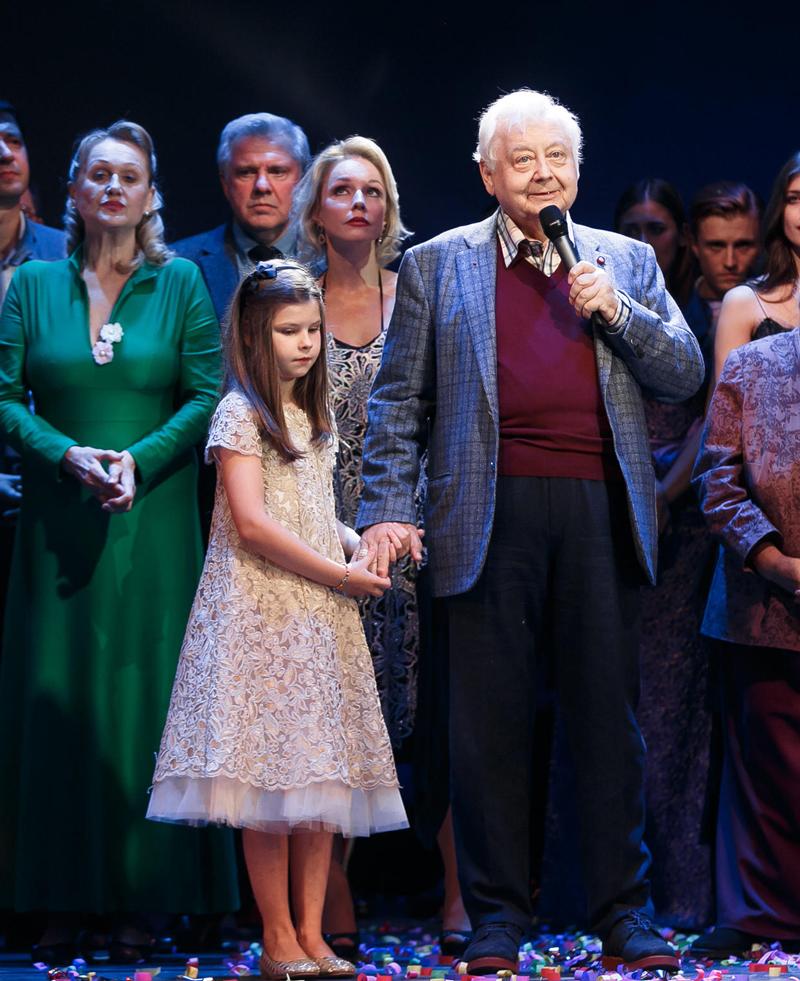 85 лучших фото Марины Зудиной и Олега Табакова и их детей