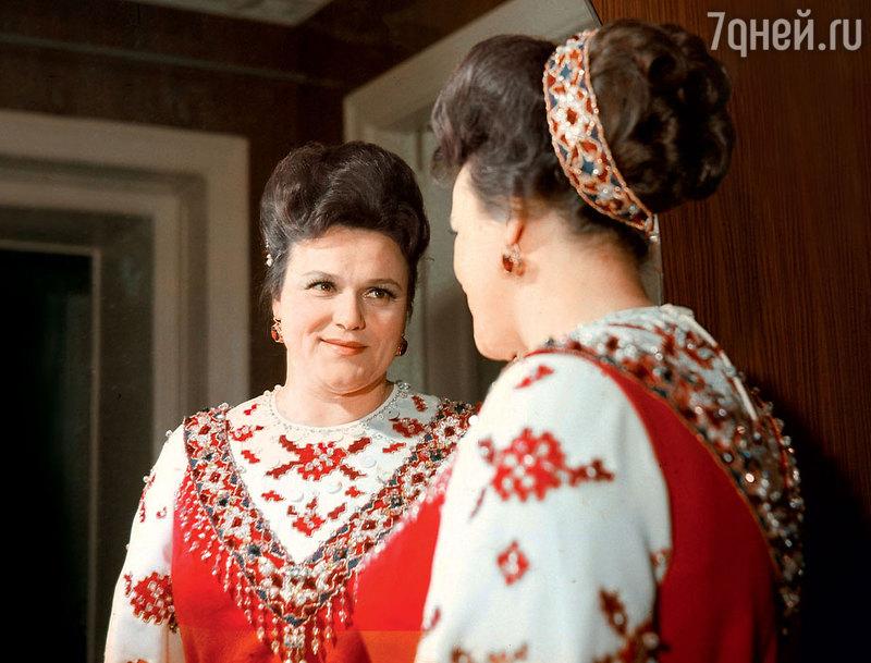 40 лучших фото Людмилы Зыкиной