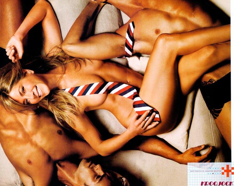 Звезды актрисы в купальниках без трусов в белье и без