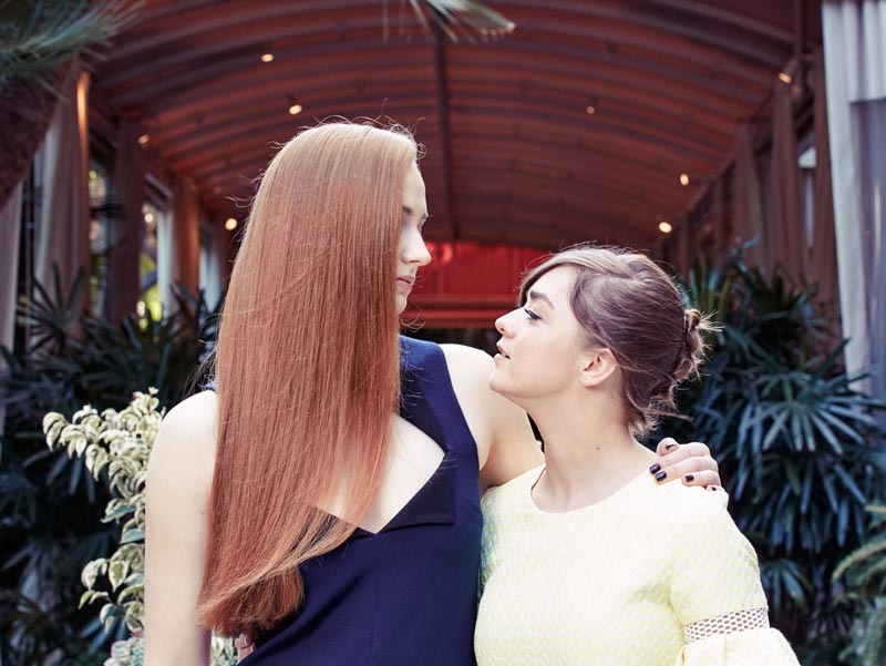 Софи Тернер (Санса Старк) и Мэйси Уильямс (Арья Старк) фото вместе 2016 год