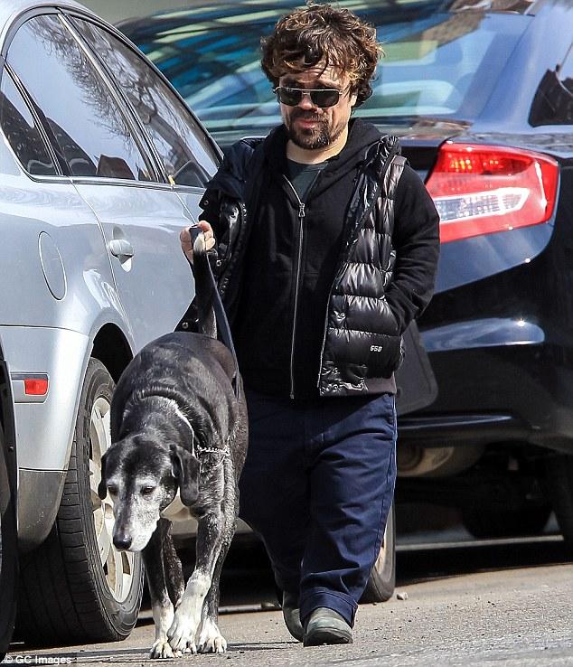 Питер Динклэйдж с собакой