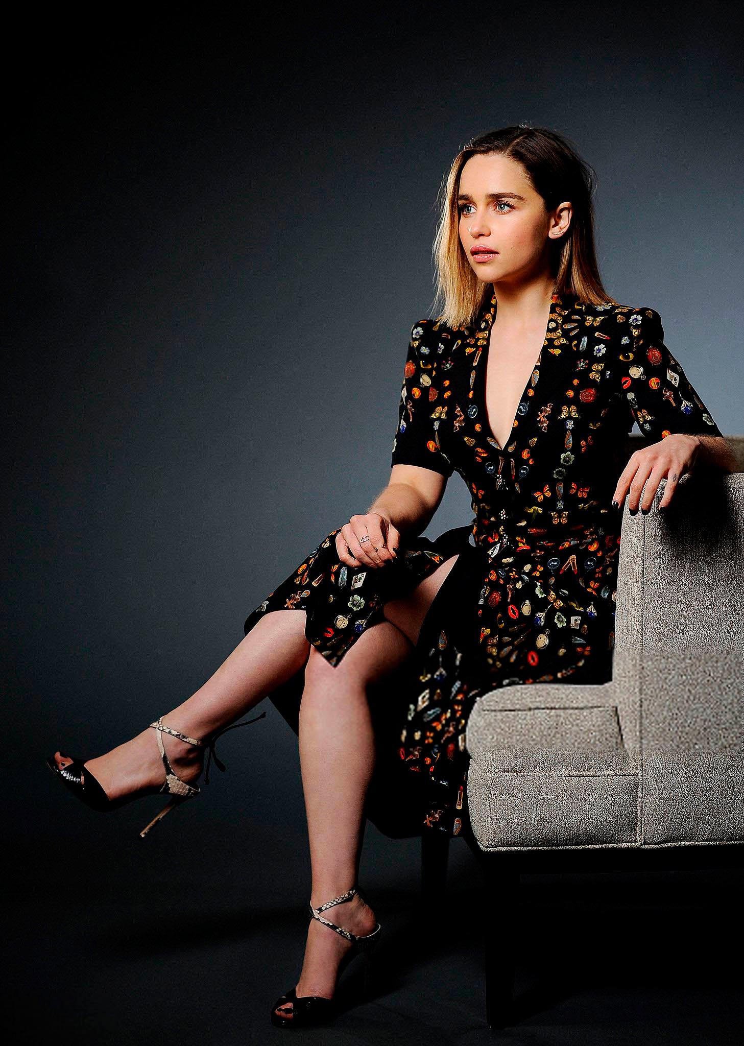 Эмилия Кларк красивые ножки и ступни