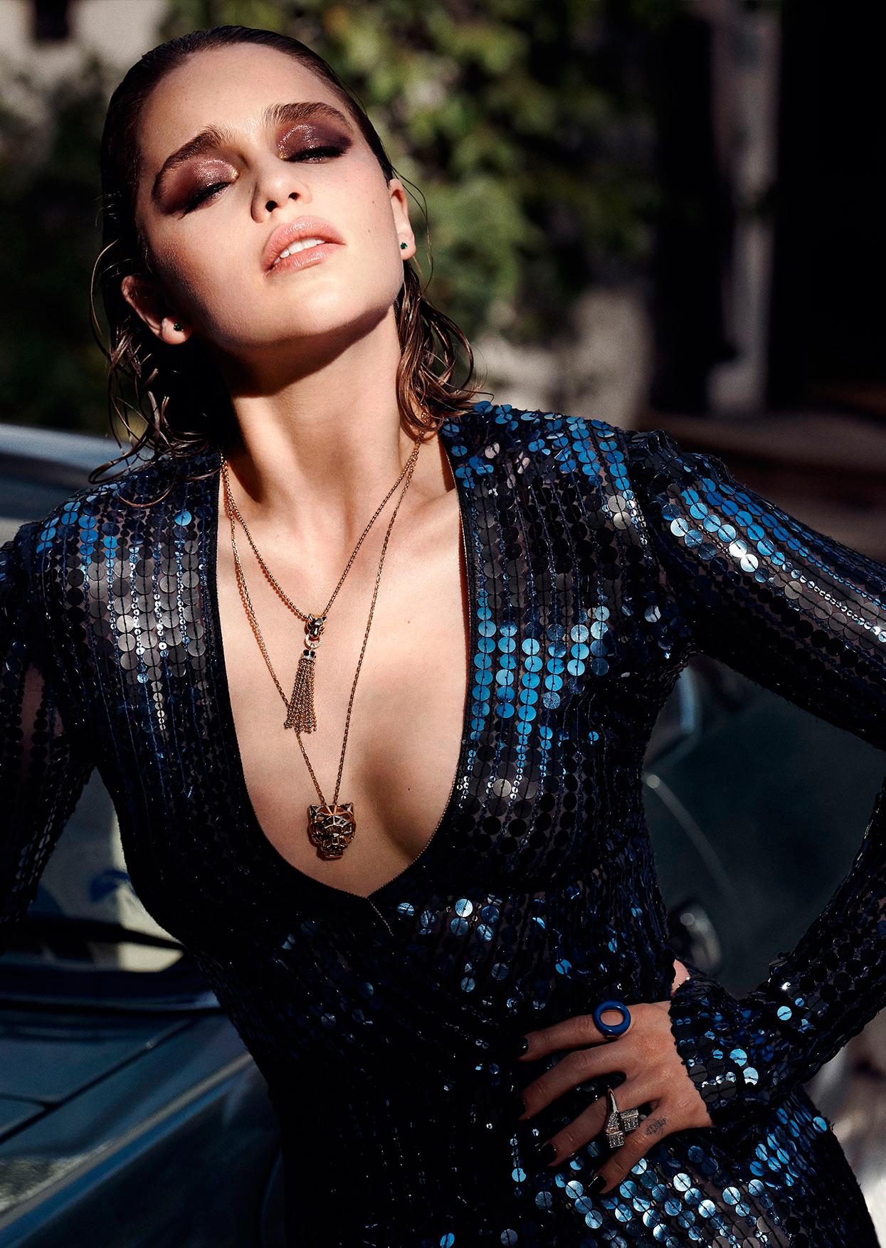 Эмилия Кларк вызывающее грудь фото 2016