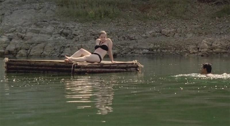 Эмилия Кларк в купальнике