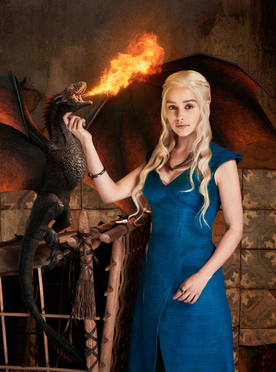 Дейнерис с драконом в синем платье