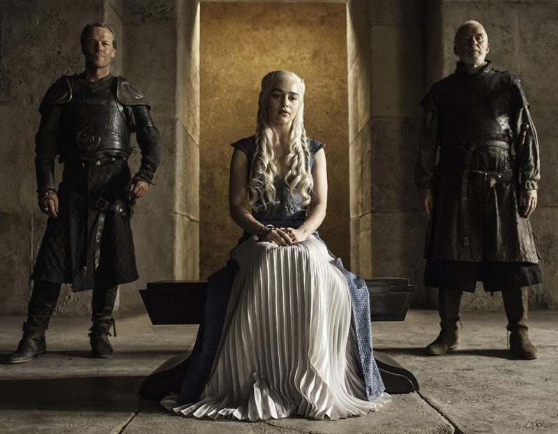 Дейнерис Таргариен костюмы 4 сезон платье трон