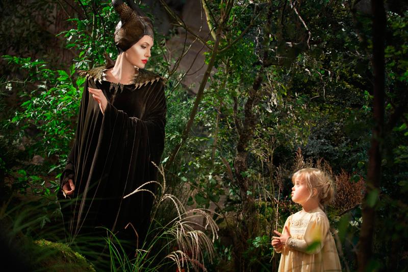 Анджелина Джоли с дочерью Вивьен Джоли-Питт в роли Малефисенты