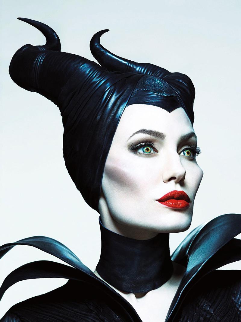 Анджелина Джоли в роли Малефисенты рога