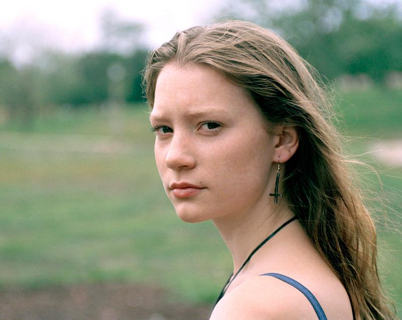 70 лучших фото Миа Васиковска из фотосессий разных лет