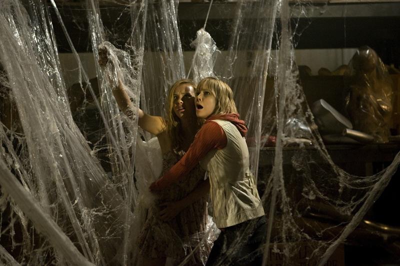Шэрон Хизер пытается спасти жертву паука Сайлент Хилл 2