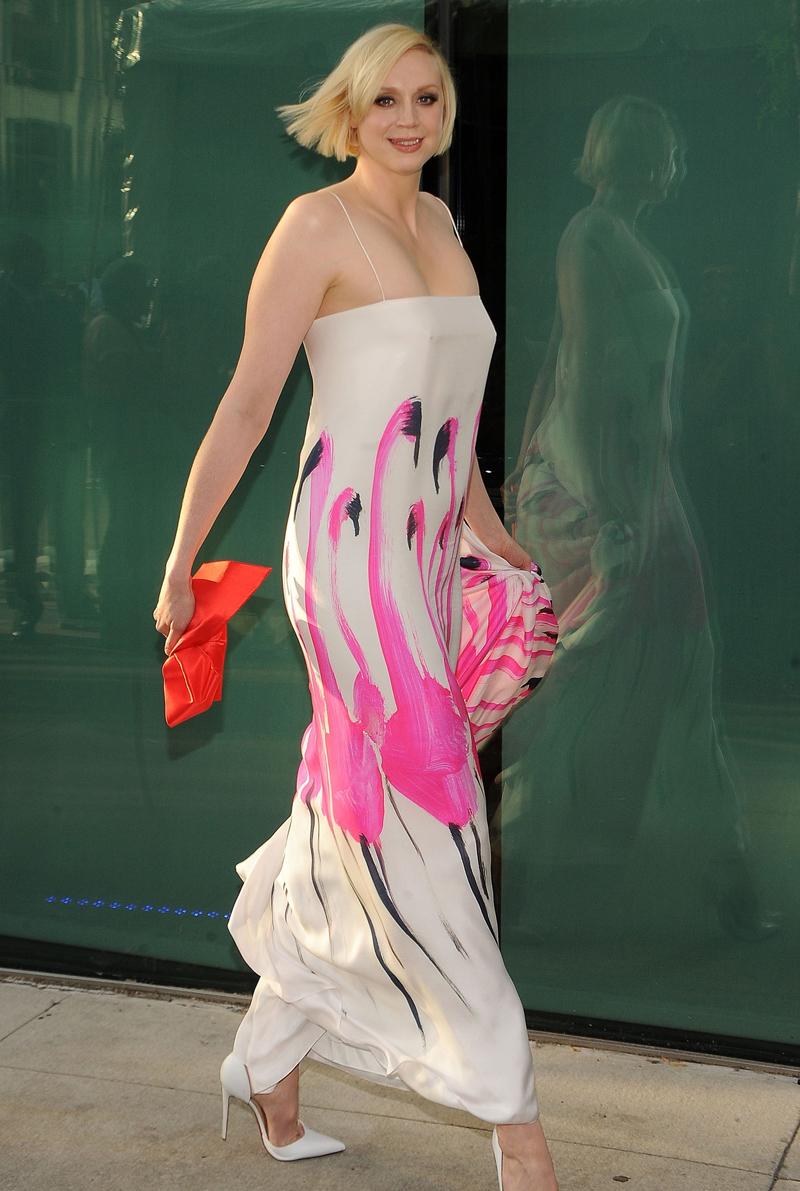 Гвендолин Кристи платье с розовыми фламинго