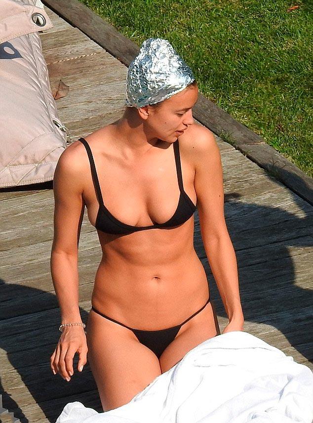 Ирина Шейк в купальнике без фотошопа без макияжа