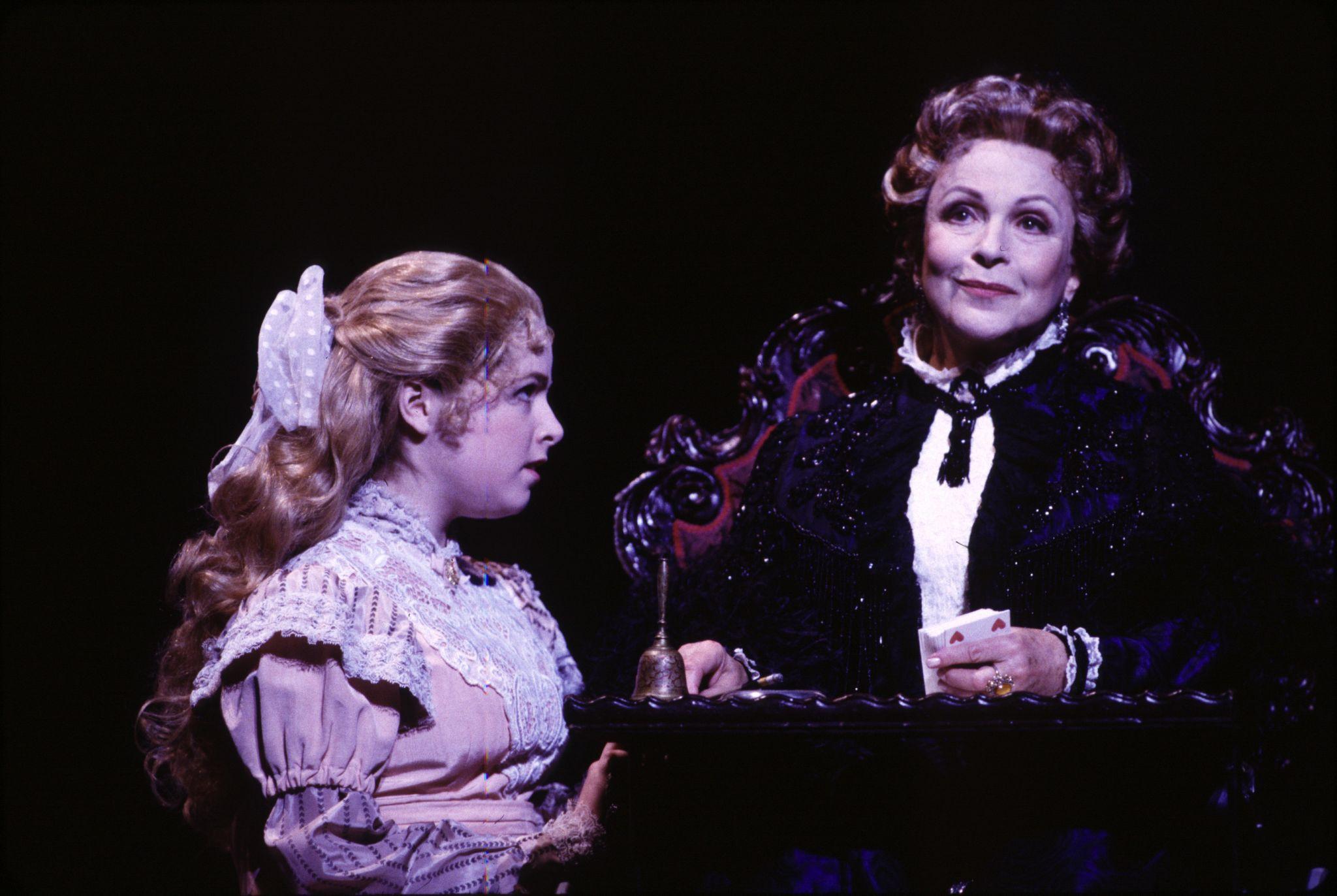 Анна Кендрик маленькая фото на Бродвее мьюзикл