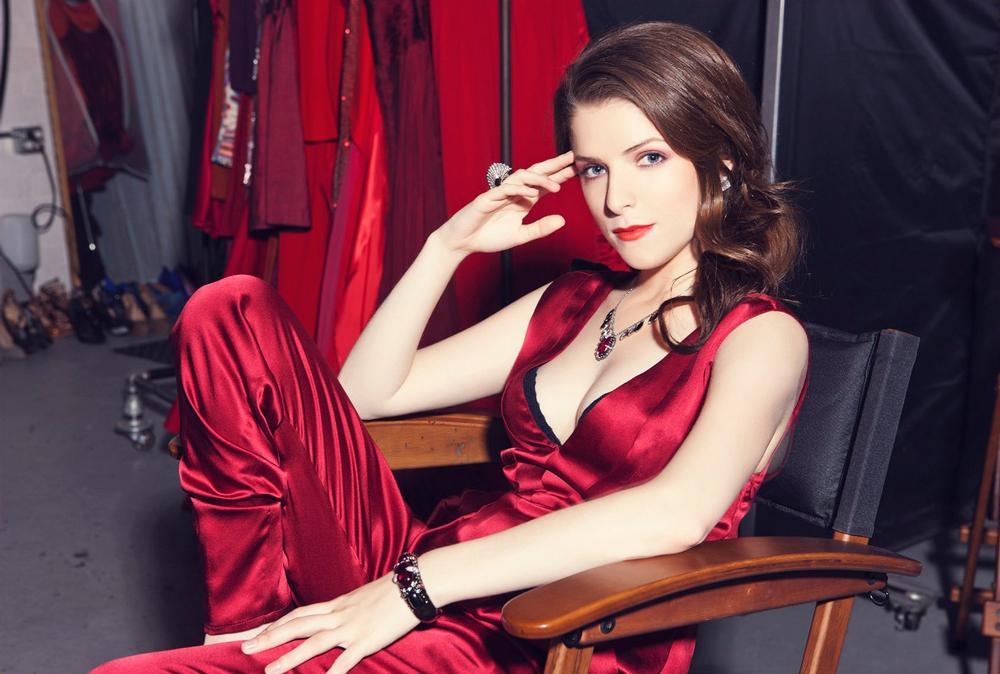 Анна Кендрик в красном платье 2011 год
