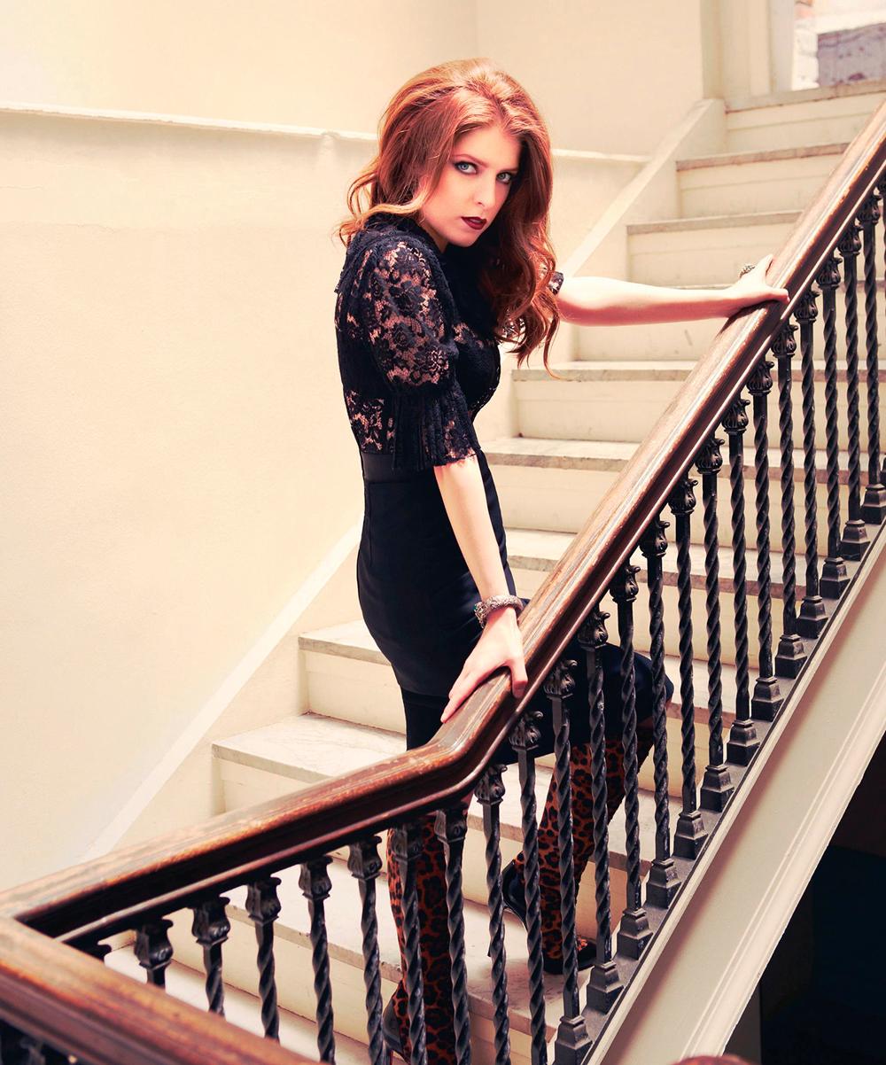 Анна Кендрик в платье фото 2012 год