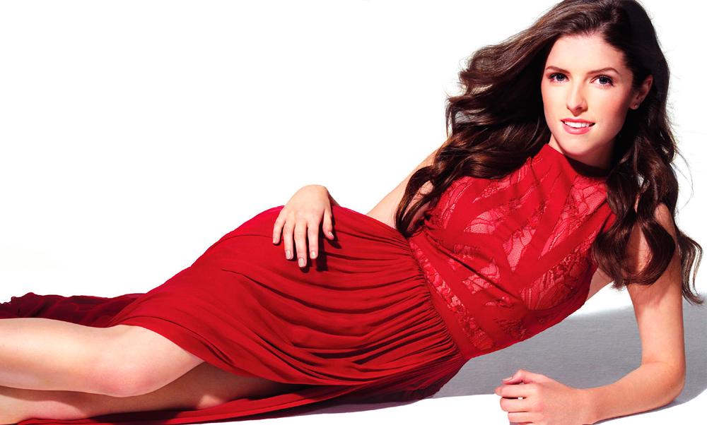 Анна Кендрик в красном платье фото 2012 год
